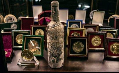 Бутылка с коньяком из позапрошлого века