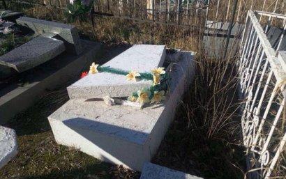 В Одесской области вандалы устроили погром на кладбище
