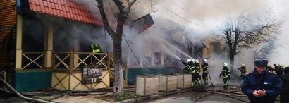 В результате пожара на 16 танции Большого Фонтана выгорели ресторан и магазин на площади более трехсот квадратных метров.
