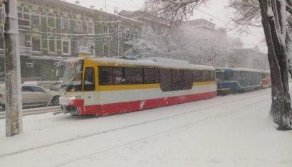 Несмотря на усилия коммунальщиков, в Одессе постепенно останавливается работа пассажирского транспорта