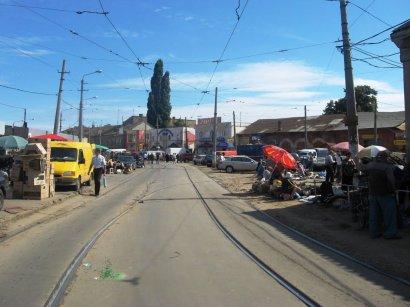 Огораживание проезжей части Новощепного Ряда будет завершено до конца недели