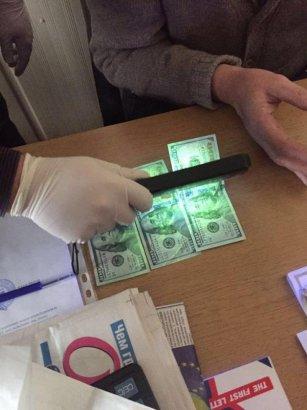 В Одессе на взятке задержан сотрудник госпредприятия