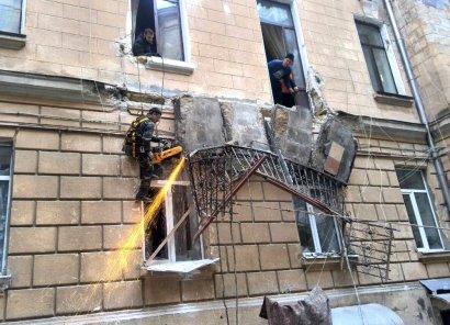 Сразу два балкона обрушились во дворе на Екатерининской