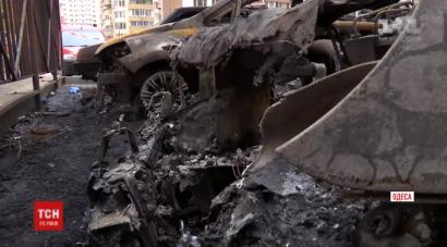 Поджоги машин в Одессе продолжаются. На стоянке сгорели сразу два автомобиля