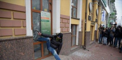 «Сбербанк» отомстил погромщику (ФОТО)