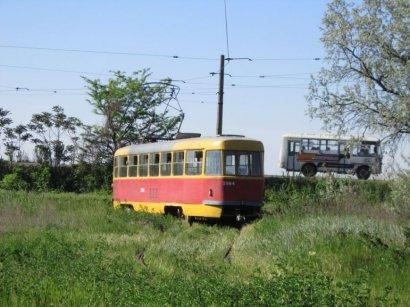 Возле Пересыпского моста трамвай сошел с рельсов