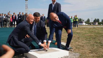 Полноценная реконструкция взлетно-посадочной полосы Одесского аэропорта завершиться не позднее конца следующего года