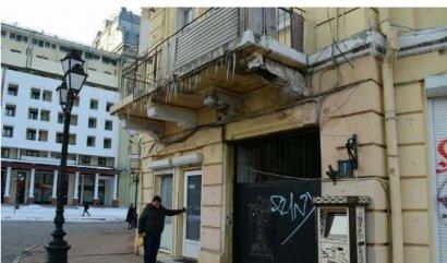 Одесситов просят соблюдать осторожность и избегать ходить под карнизами, балконами и в других «сосулькоопасных» местах