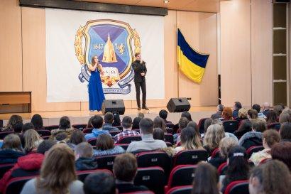 Женские коллективы Одесской Юракадемии и МГУ поздравили с 8 марта