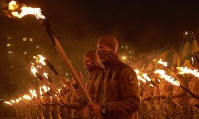 """The Guardian в статье называет Нацдружины Билецкого """"группой с неонацистскими связями"""""""
