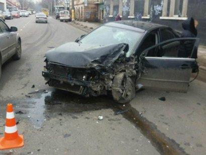 В Одессе иномарка врезалась в грузовик
