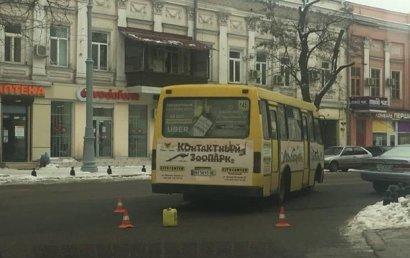 В Одессе из маршрутного автобуса выпала пассажирка