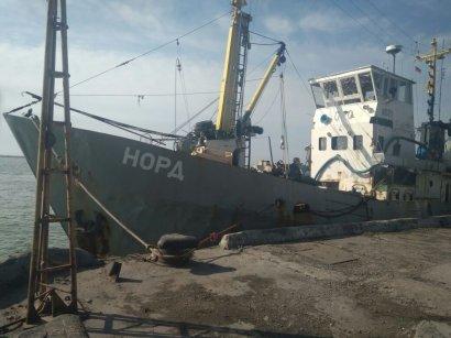 Украинские пограничники задержали рыболовецкое судно-нарушитель под флагом РФ в Азовском море