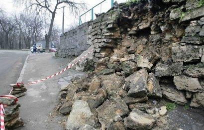 Обрушилась еще одна историческая одесская подпорная стена