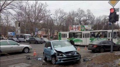 Столкновение сразу трех автомобилей произошло в центре Одессы