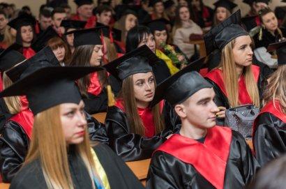В Международном гуманитарном университете прошла торжественная церемония вручения дипломов специалистам и магистрам
