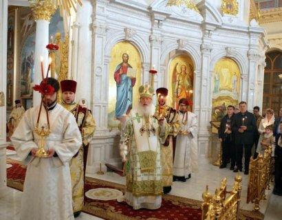 В храмах Одессы прошли Божественные Литургии в пасхальную ночь