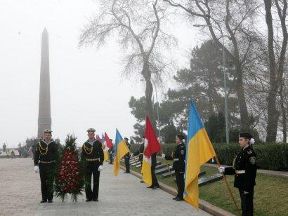 10 апреля состоялось возложение цветов к памятнику Неизвестному матросу на Аллее Славы