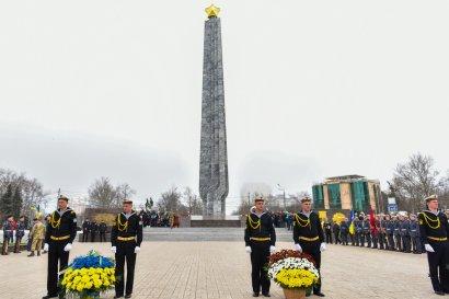 В День освобождения Одессы состоялось возложение цветов к стеле «Крылья Победы» на площади 10-апреля