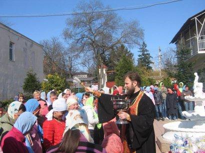 Воспитанниц дома-интерната на Макаренко, 20 поздравили с пасхальными праздниками