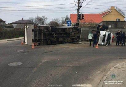 В Одессе в ДТП попал автобус с людьми. Пострадало одиннадцать человек