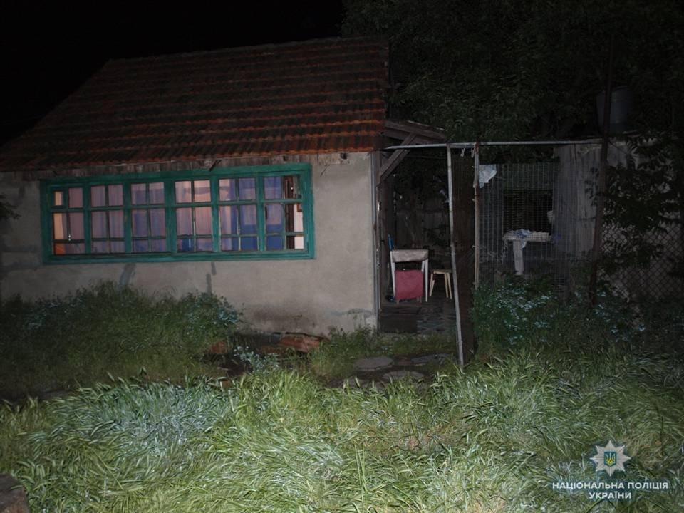 ВОдесской области милиция ловила крокодила, который выпал сбалкона