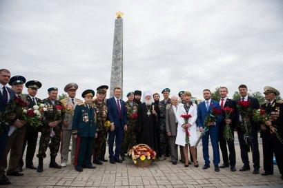 В праздник Великой Победы одесситы возложили цветы к стеле Крылья Победы