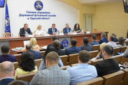 Глеб Милютин: на период курортного сезона фискальная служба возобновляет практику выездных семинаров для малого бизнеса на рынках и побережье