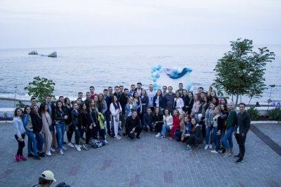Студенты Одесской Юракадемии организовали благотворительную кино-акцию на берегу моря в помощь учащихся школы-интерната