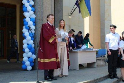Украинская певица поблагодарила депутата Сергея Кивалова за диплом