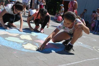 Ко Дню защиты детей в Одессе прошла акция «Дети рисуют мир»