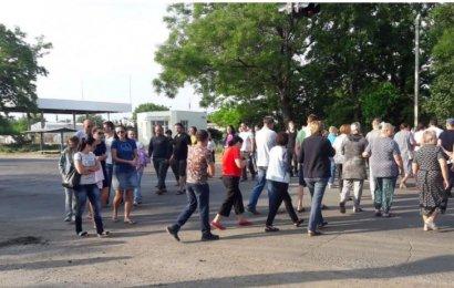 Сегодня с самого утра жители Ленпоселка блокировали проезд по Тираспольскому шоссе