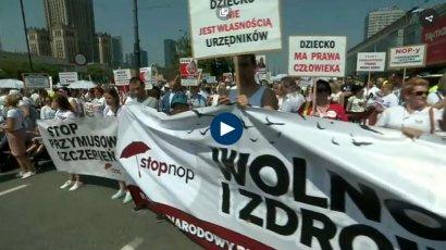 Массовая акция протеста против обязательной вакцинации детей прошла в Варшаве