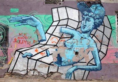 Граффитчики преобразили двор художественного музея