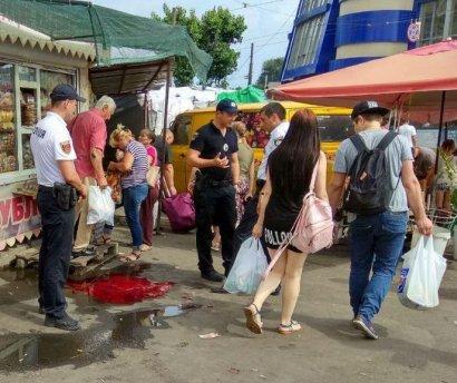 Одесские полицейские задержали человека, нанесшего тяжкие телесные повреждения мужчине в районе Привоза
