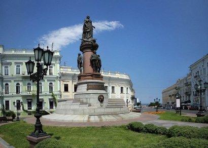 Памятник Екатерине II в Одессе мешает жить всего 43 подписавшим петицию к президенту