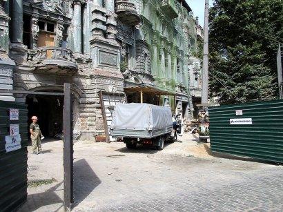 Дом Руссова: сначала – мусор, потом – все остальное