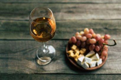 Как научиться разбираться в ароматах вина. Объясняет сомелье