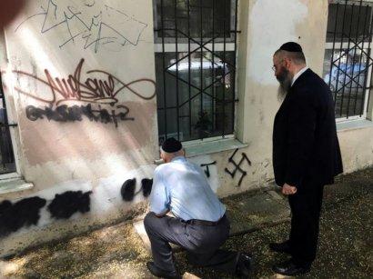 Одесский раввин и руководитель общества узников гетто и концлагерей лично закрашивали антисемитские надписи на стенах одесских домов