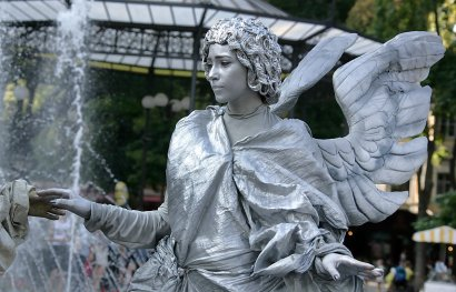 Горсад оживился скульптурами