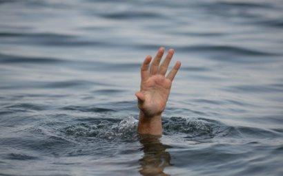 На пляже возле рыбного порта мать утонула, защищая собственного ребёнка