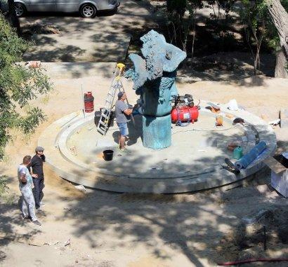 «Двуликий» фонтан — установлен!