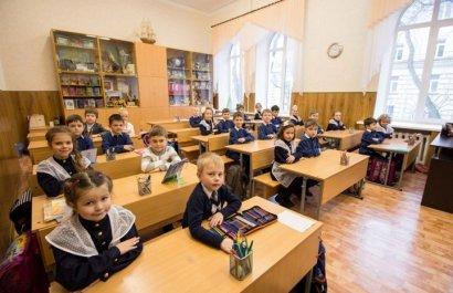 Число детей и подростков в дошкольных учреждениях и школах города за год возросло более, чем на шесть тысяч человек