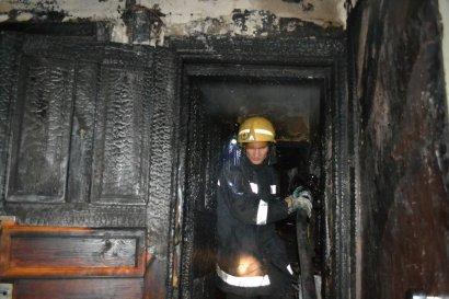 Пожар в жилом доме произошел ночью на Черемушках. Пострадала пожилая женщина
