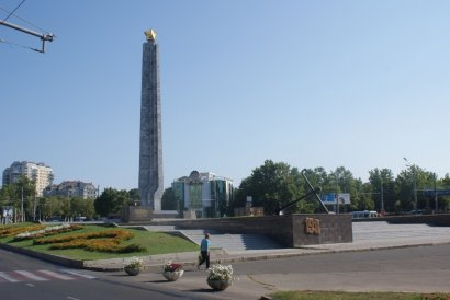 На площади 10-го апреля отремонтируют знаменитый памятник «Крылья Победы»