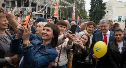 """Президент совместил празднование Дня города в Житомире и своей """"янтарной"""" свадьбы ВИДЕО"""