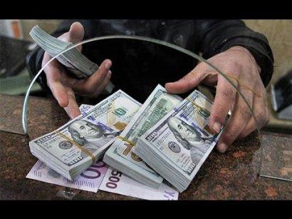 Покупка валюты жителями страны превысила ее продажу впервые с октября 2017 года