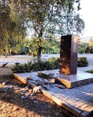 Вандалы в Краматорске разбили скульптуру советского актёра Леонида Быкова