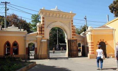 В центре Одессы построили еще две арки в мавританском стиле