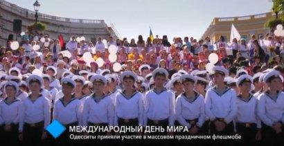 Международный день мира: одесситы приняли участие в массовом праздничном флешмобе